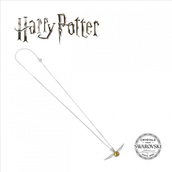 Zu Harry Potter kommt diese stylische Kette (versilbert) mit Anhänger aus Sterlingsilber inklusive echten Swarovski Kristallen. Die Kette ist ca. 45 cm lang, der Anhänger 1,5 x 1,5 cm groß.