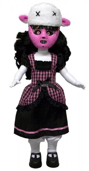 Aus Mezcos beliebter ´Living Dead Dolls´ Serie kommen diese schaurig-schöne Puppe.  Sie ist ca. 25 cm groß, trägt echte Stoffkleidung und kommt in einer Fensterbox in Sargform.