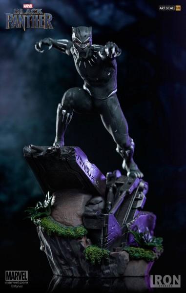 Zum Marvel Blockbuster Black Panther kommt diese offiziell lizenzierte Statue aus Resin. Die im Maßstab 1/10 gehaltene Statue ist ca. 26 cm groß und kommt mit passender Base.