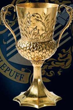 Bei diesem Replik handelt es sich um eine wunderschöne Nachildung des Hufflepuff-Kelch´s aus Harry Potter. Das handgearbeitete Sammlerstück hat eine Länge von ca. 13 cm.<br /><br />Achtung: Nicht zum Trinken geeignet!
