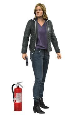 Zur TV Serie ´Fear The Walking Dead´ kommt diese detailreiche, bewegliche Actionfigur von Madison Clark. Sie ist ca. 18 cm groß und wird mit weiterem Zubehör in einer nummerierten Fensterbox geliefert.