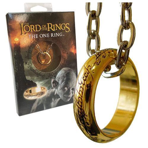 Diese günstige Variante des Einen Rings aus vergoldetem Metall kommt mit einer ca. 60 cm langen Kette in einer schicken Geschenk-Box. Er ist nur in der Größe 10 (Ø 20,0 mm) erhältlich.