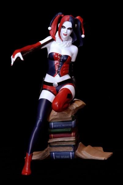 Fantasy Figure Gallery ist die beliebte Figuren-Serie von Yamato. Darin erscheinen hochwertige Statuen von Fantasy-Schönheiten der angesagtesten Künstler auf diesem Gebiet.Bei dieser aufreizenden Resin-Statue handelt es sich um eine Schöpfung des renommie