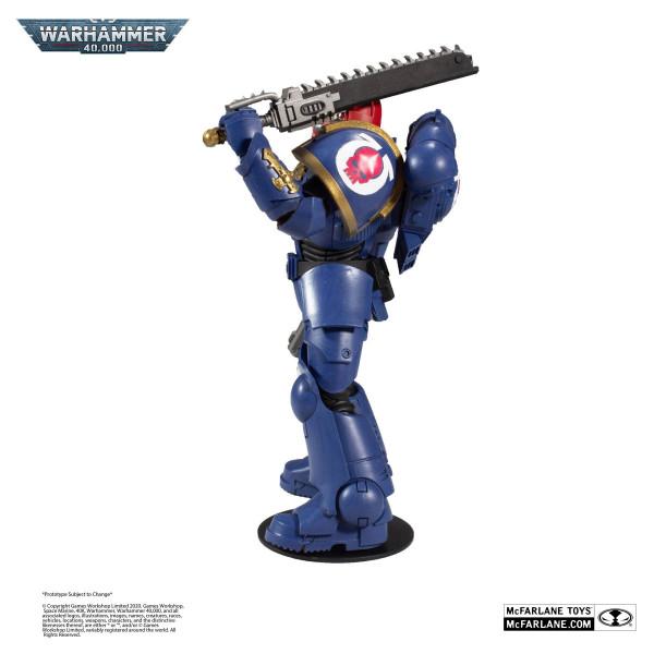 """Zum Tabletop-Spiel """"Warhammer 40k"""" kommt diese detailreiche, bewegliche Actionfigur. Sie ist ca. 18 cm groß und wird mit weiterem Zubehör und Base in einer bedruckten Fensterbox geliefert."""