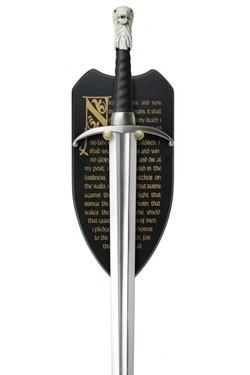 Dies ist ein offiziell lizenziertes Langklaue Schwert von Jon Snow aus HBO´s Hitserie ´Game of Thrones.´Details:Gesamtlänge: 114 cmKlingenlänge: ca. 89 cmKlingenmaterial: EdelstahlDisplay: Seidenüberzogenes Holz mit Treueschwur der NachtwacheWichtiger Hin