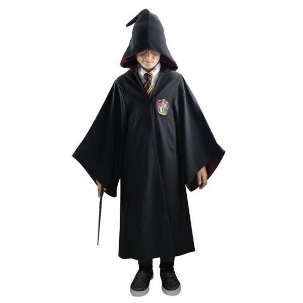 Dies ist eine detailgetreue Nachbildung des Zaubermantels von Gryffindor. Er hat eine Innentasche, in der auch ein Zauberstab Platz findet und auf der Aussenseite befindet sich ein eingesticktes Hauswappen.Material: 100% Polyester- Einheitsgröße- Gesamtlä