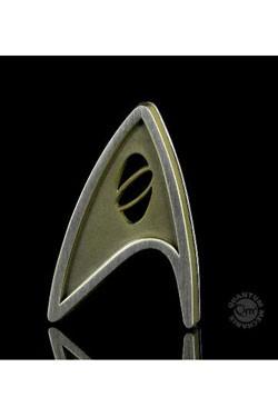Bekennen Sie Flagge und zeigen der Welt, welcher Abteilung der Sternenflotte Sie angehören!Diese originalgetreue Nachbildung eines Sternflottenabzeichen aus dem Film ´Star Trek Beyond´ ist die ideale Ergänzung für jede Uniform der Föderation. Die Replik a